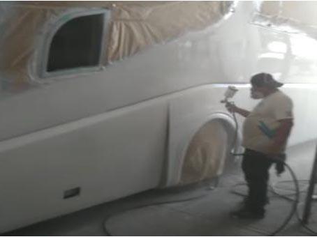 pintando autobus